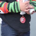 子供への表彰メダル